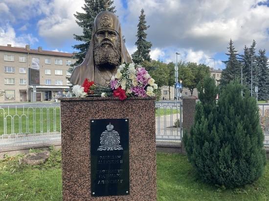 Алексий II вернулся в Эстонию: бюст с трудом привезли с Украины