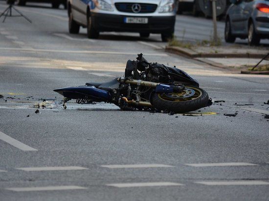 Мотоциклист в Забайкалье скончался после удара о бордюр