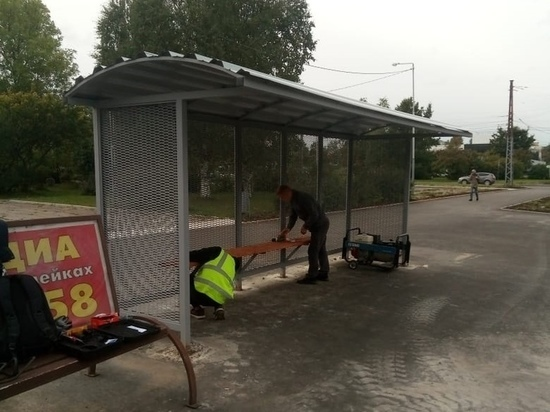 В столице Карелии продолжают устанавливать новые остановочные павильоны