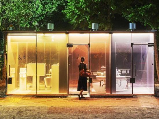 «Показать туалетную культуру»: В Токио установили прозрачные кабинки на улице