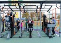 Скамейки и тренажеры: в Ноябрьске открыли новую площадку для детей