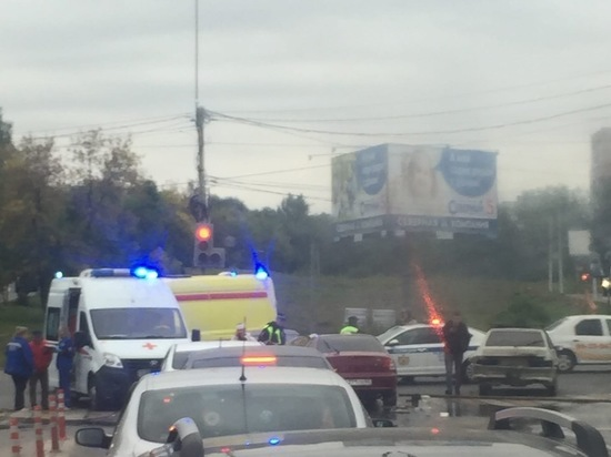 Соцсети: В Рязани у «Глобуса» столкнулись три машины