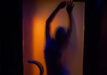 Астраханец изнасиловал спящую рядом с мужем знакомую и снял все на телефон