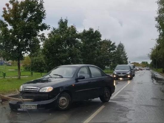 Два «Шевроле» столкнулись в Пскове на улице Западной