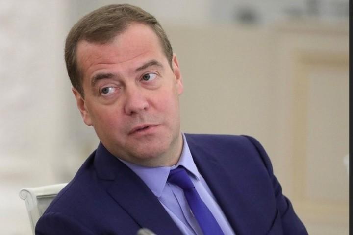"Путин наградил Медведева орденом ""За заслуги перед Отечеством"""
