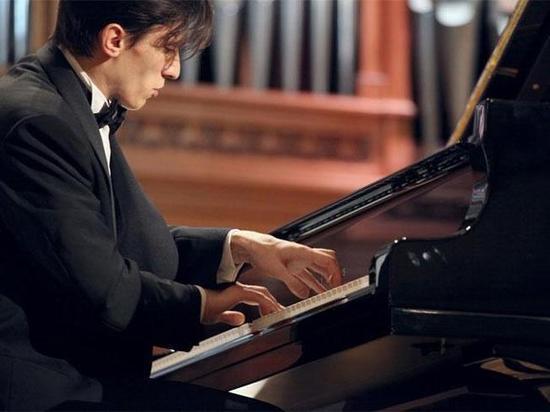В Хакасии выступит всемирно известный пианист Александр Романовский