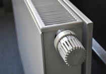 Десятимесячный малыш угодил рукой между острыми пластинами решетки радиатора и едва не лишился пальца