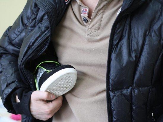 Житель Твери бесплатно разжился четырьмя парами обуви в магазине