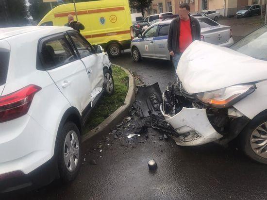 В Твери человек пострадал в столкновении двух иномарок