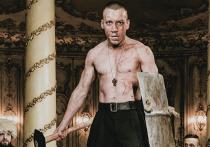 Новые заболевшие коронавирусом зафиксированы в московских театрах, в результате чего отменяются спектакли и переносятся премьеры