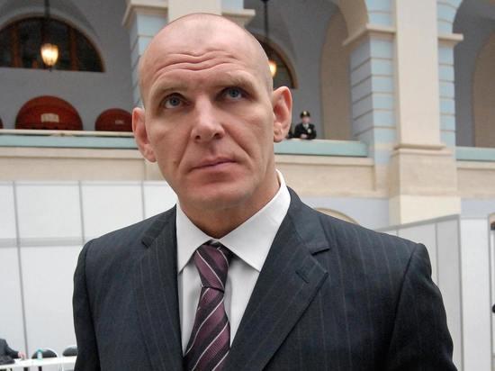 В Госдуму внесли проект о досрочном прекращении полномочий депутата Александра Карелина