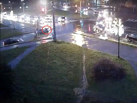 Водитель сбил подростка в Петрозаводске и покинул место ДТП. Видео