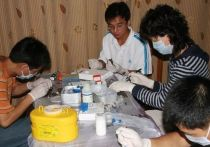 Китайские власти заявили, что несколько тысяч человек на северо-западе Китая дали положительный результат на бактериальное заболевание в результате вспышки, вызванной утечкой в биофармацевтической компании в прошлом году