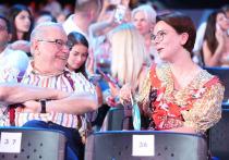 После новости о том, что у юмориста Евгения Петросяна родился сын, в Сети начали обсуждать слухи о том, что его выносила суррогатная мать