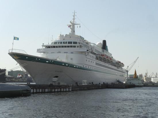 Германия: Круизный оператор хочет предоставить судно для беженцев