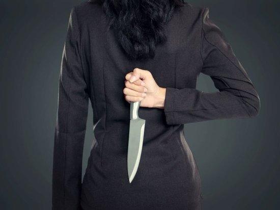Смелый друг сумел остановить женщину с ножом в Тверской области