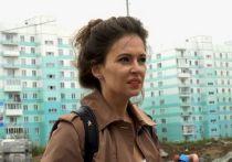 Глава отдела расследований ФБК Мария Певчих - та самая загадочная девушка, которая сопровождала Алексея Навального в поездке в Томск и летела с ним на санитарном самолете в Германию, дала интервью BBC
