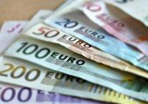 Особой популярностью, по последним данным Банка России, пользуется наличность от $2 тысяч до $5 тысяч