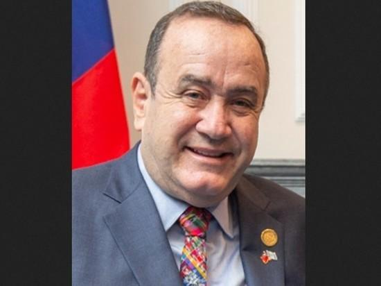 Президент Гватемалы заразился COVID-19