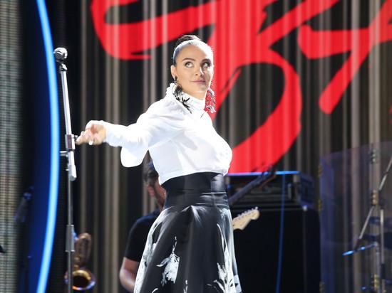 Ваенга испугалась выступления на сцене