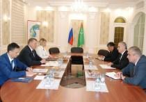 Астраханский губернатор провел встречи с представителями прикаспийских государств