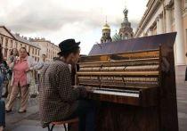 Полиция Петербурга вдруг невзлюбила уличных музыкантов: их увозят в отделы полиции, отбирают аппаратуру