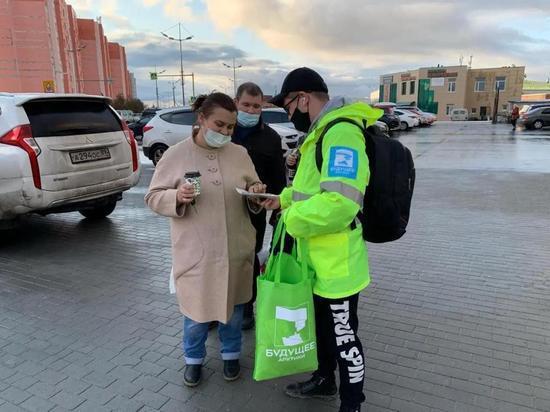Волонтеры «Будущего Арктики» раздают жителям Ямала маски и экосумки