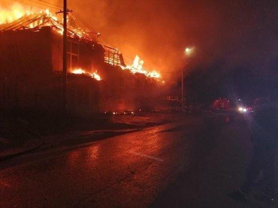 В посёлке Магистральный сгорела гостиница «Тайга»