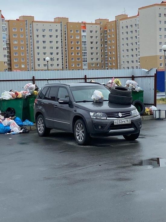 Жители Нового Уренгоя «украсили» авто мусором за парковку у контейнеров