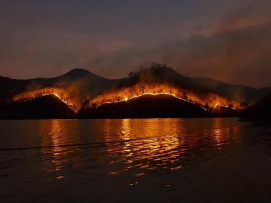 Полыхают леса Колымы: огонь наступает на поселки