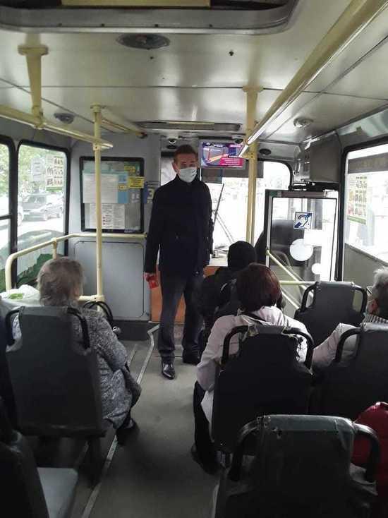 Сотрудники мэрии продолжают проверять общественный транспорт на соблюдение масочного режима