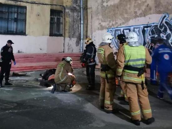 В Санкт-Петербурге руфер и девушка сорвались с крыши