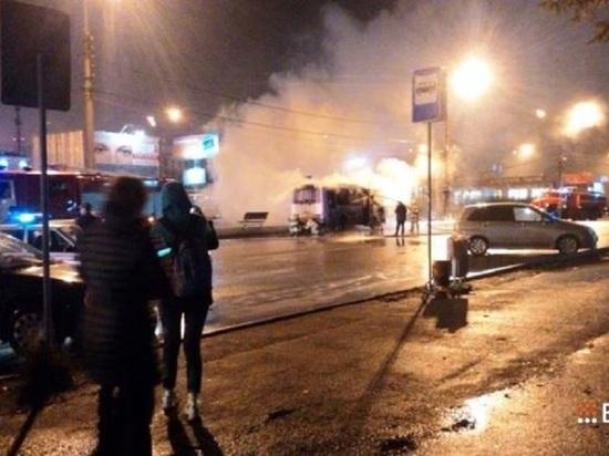 Автобус сгорел около железнодорожного вокзала Нижнего Тагила