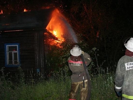 Воскресным вечером в Ивановской области сгорел большой дом