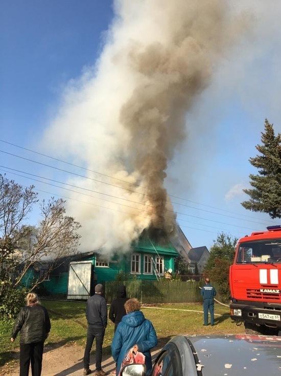 Пенсионерка получила ожоги на пожаре в Тверской области