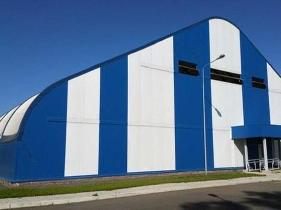 В Абакане монтируют оборудование для искусственного льда на крытой арене