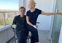Оппозиционер Алексей Навальный, продолжающий курс реабилитации после выхода из комы, опубликовал новый пост, в котором обратился к своей супруге Юлии