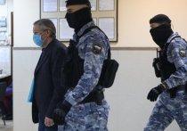 Актер Михаил Ефремов радикально изменил прическу за время пребывания в изоляторе