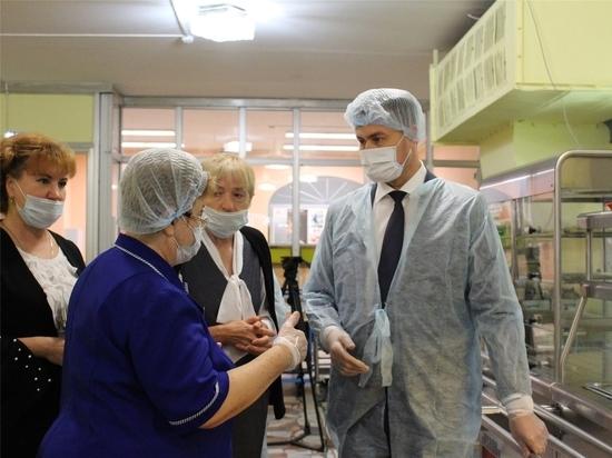 Министр образования Чувашии проверил организацию питания в школах