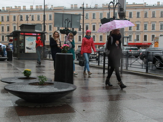 Гидрометцентр и лично его основной спикер, Александр Колесов, предсказали теплую погоду в городе, и она продлится конца сентября – а точнее 28-29 сентября