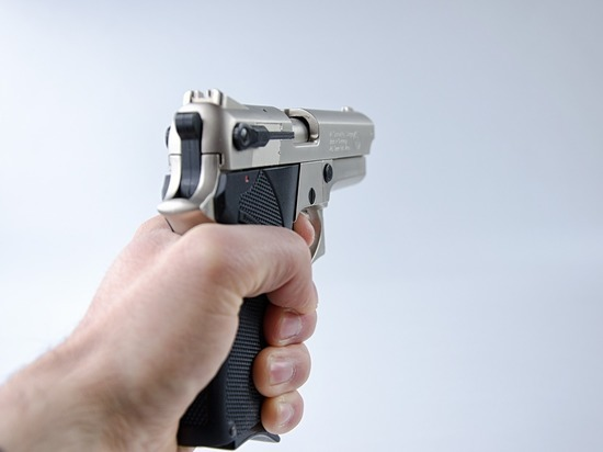 Женщина сообщила о человеке с оружием во доре дома