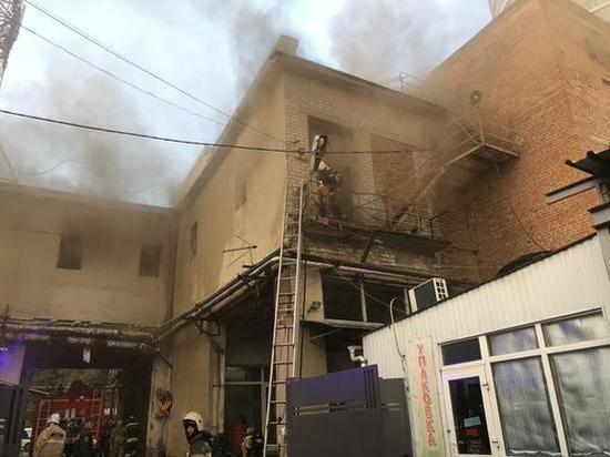 В центре Ростова горела неэксплуатируемая пристройка цветочной мастерской