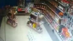 Страшное землетрясение под Иркутском: кадры из трясущегося магазина
