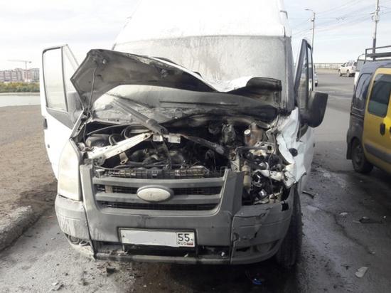 Полиция расследует ДТП c участием пассажирского микроавтобуса