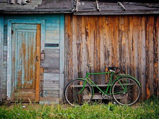 Голый мужчина на велосипеде озадачил водителей в Кемерове
