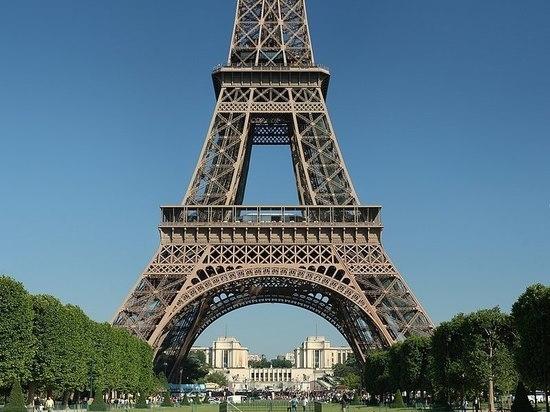 В Париже из-за угрозы взрыва закрыли Эйфелеву башню