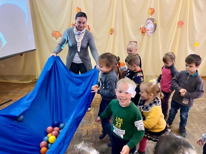 Малыши в районе Тверской области поиграли в осень