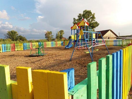Новые детские площадки установили в кузбасских сёлах и посёлках