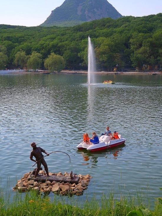 Планктонные водоросли очистят озеро в Железноводске