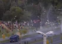 В пресс-службе внутренних войск Белоруссии прокомментировали сообщения очевидцев о том, что вчера в ходе протестов в Минске власти применяли водометы, которые выстреливали водой оранжевого цвета